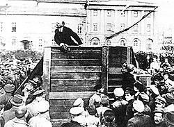 Stalin ließ nach internem Machtkampf Leo Trotzki aus offziellen Bildern entfernen