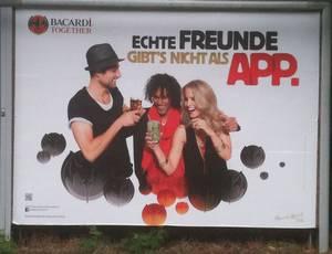 Bacardi-Plakat: Echte Freunde gibts nicht als App